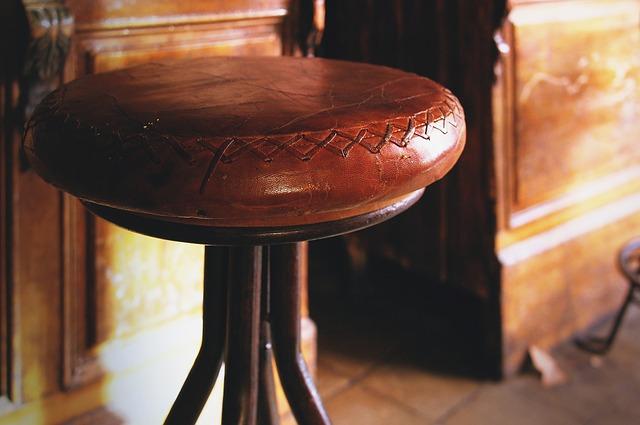 Jak odświeżyć stołki barowe?