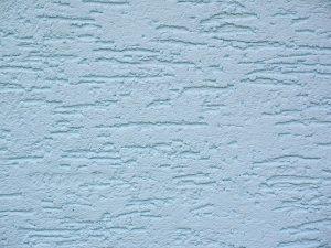 Urozmaicenie ścian w kuchni i salonie – tynki Luxmal