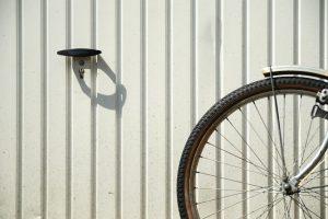 Wyróżniające się drewniane bramy garażowe