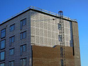 Skuteczne zabezpieczenie ścian z wykorzystaniem płyt warstwowych